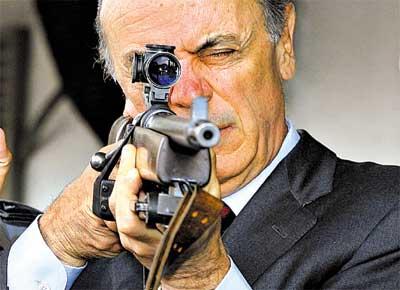 José Serra já tem na mira os inimigos da nação